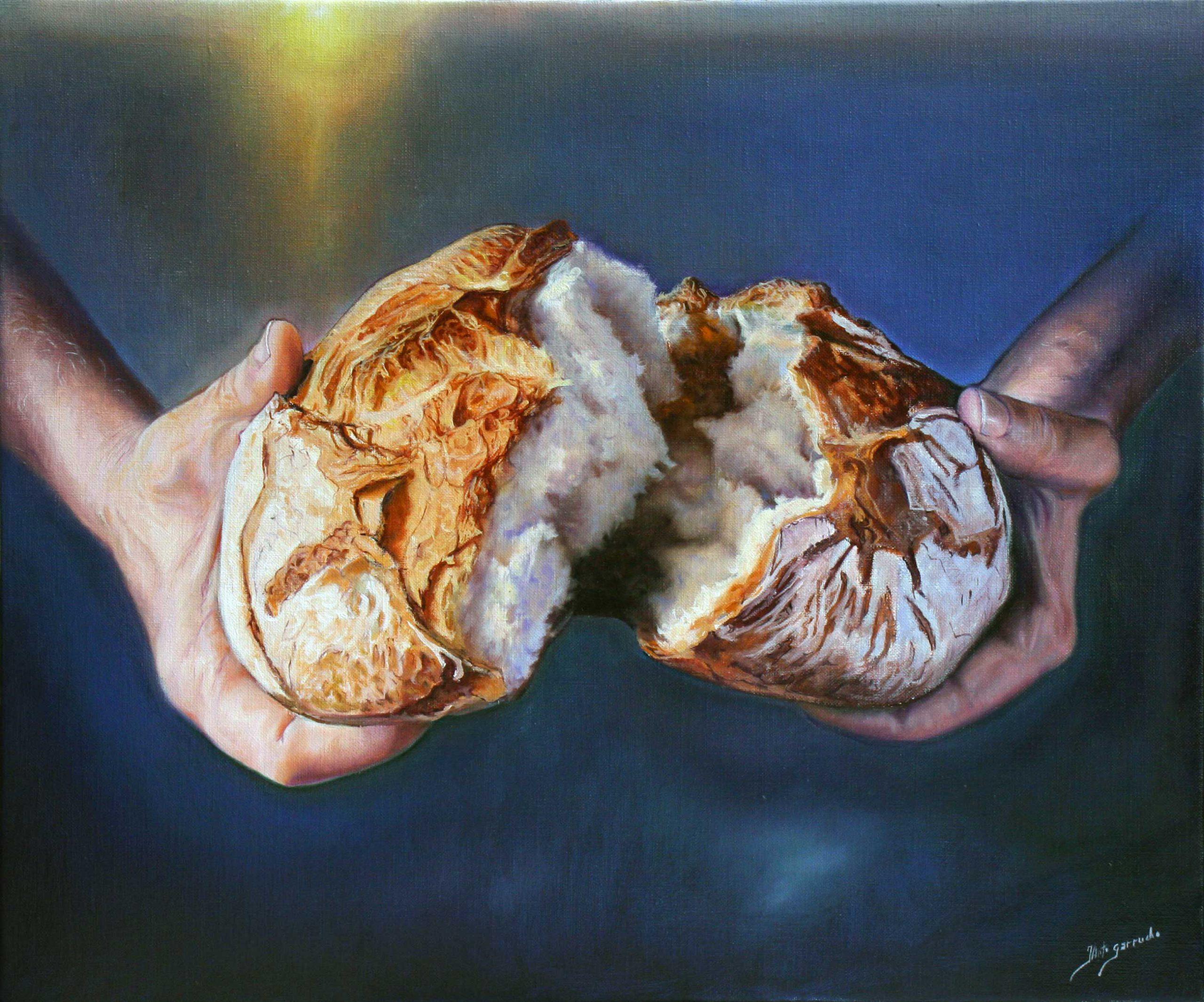 Manos rompiendo el pan