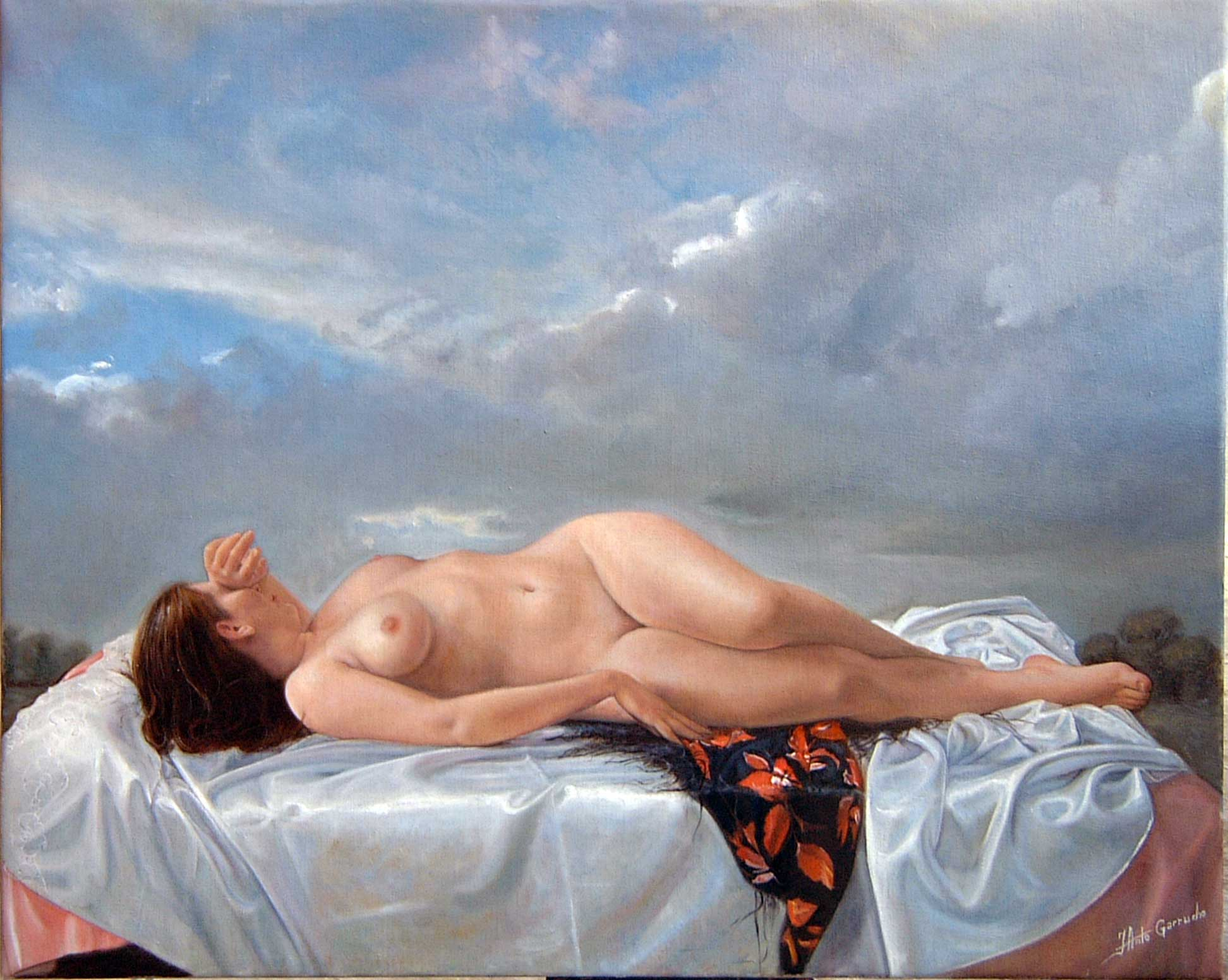 Desnudo sobre sábanas de raso