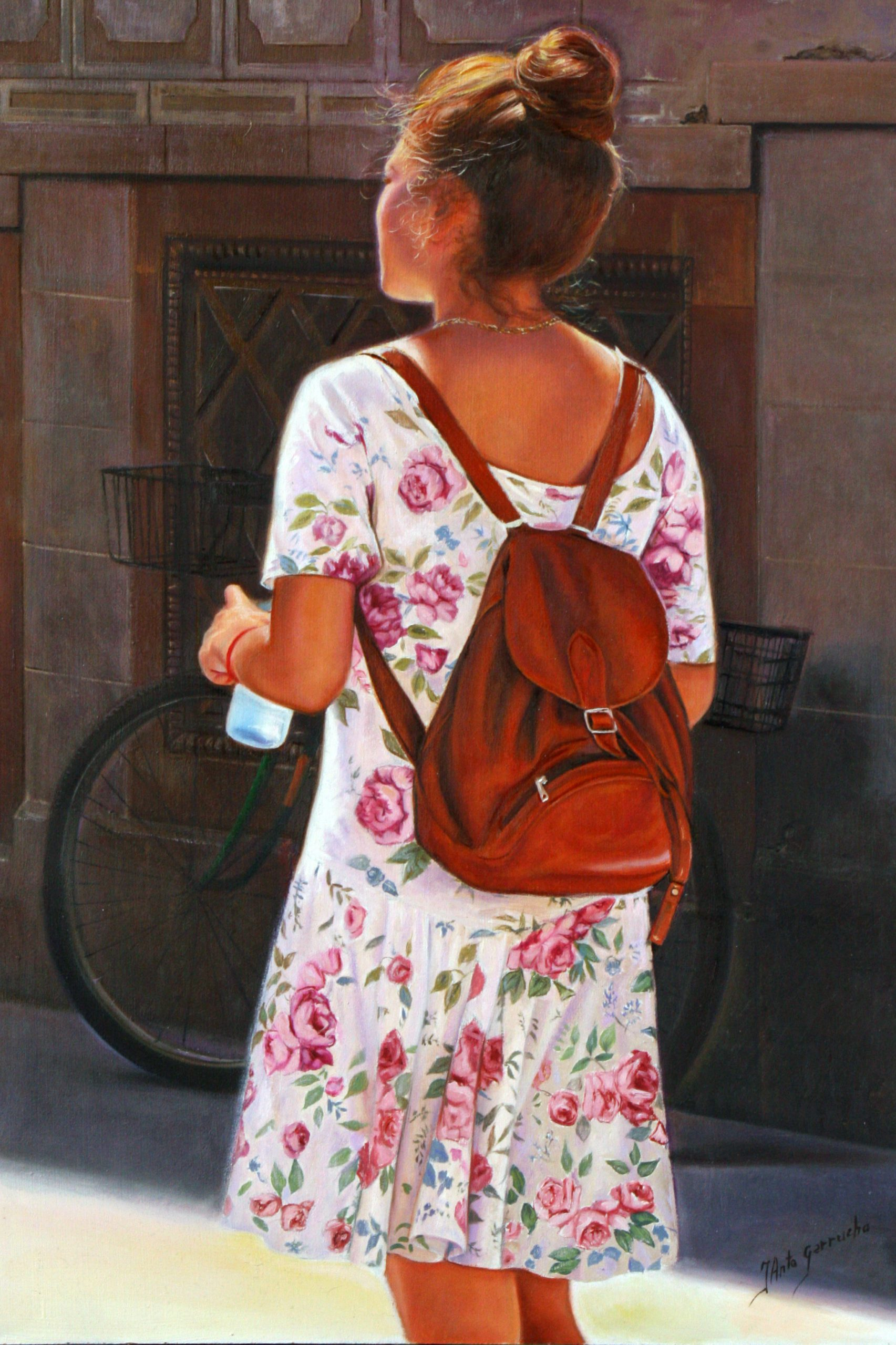 Chica con mochila de piel